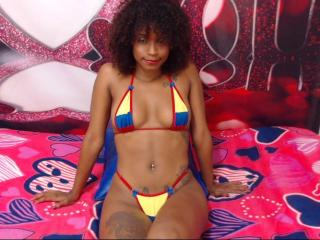 Voir le liveshow de  BlackHotHornyX de Xlovecam - 20 ans - I love sex I want you penetrate me hard, you suck my hard cock and wet