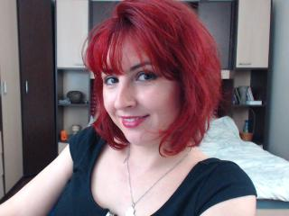 Voir le liveshow de  Cleoona de Xlovecam - 23 ans - I'm romantic and naughty girl