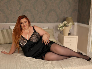 Voir le liveshow de  CurvaciousJane de Xlovecam - 46 ans - I consider myself to be a beautiful young woman with a great personality and a body to die  ...