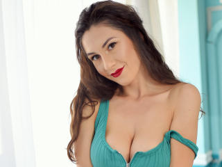 Voir le liveshow de  JullyeAnais de Xlovecam - 20 ans - Hello! I'm JullyeAnais. I'm funny, sensual,  creative and I love to chat with all of you here  ...