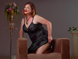 Voir le liveshow de  WifeAnna de Xlovecam - 52 ans - I am a sweet milf that loves to show her body to you, I have big boobs and big ass , as we both k ...