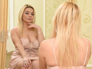 Voir le liveshow de  AdelinaWhite de Xlovecam - 34 ans - Blonde , mature , shaved