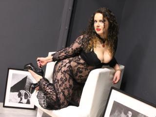 Voir le liveshow de  SoniaLewis de Xlovecam - 22 ans - Fun sexy and flirtatious miss looking for some romance.