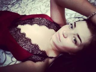 Voir le liveshow de  HaileyMilady de Xlovecam - 22 ans - I like to talk, to discuss about music, books, and many other things. If i would like you, i' ...