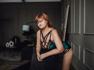 Voir le liveshow de  Lycisia de Xlovecam - 44 ans - Hello, my dear one! My name is Lycisia and i am hot Italian lady with good manners and sweet sexy  ...