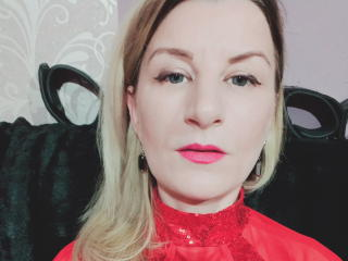 Voir le liveshow de  TaylorX de Xlovecam - 37 ans - I m  Serena, im 37 , sensual  mature women , i do like being here for having great moment with  re ...