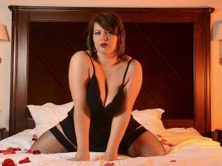 Voir le liveshow de  SinfulAimee de Xlovecam - 25 ans - I am a curvy blonde with a positive attitude. I like to laugh and i like to make people around ...