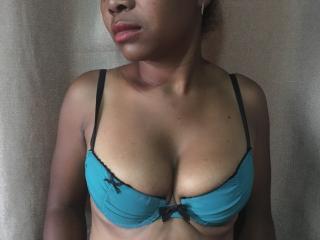 Voir le liveshow de  VulsinaSexy de Xlovecam - 27 ans - Nice girl for your pleasure