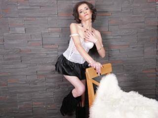 Voir le liveshow de  ClarisaBeauty de Xlovecam - 36 ans - Wet and ready for fun!