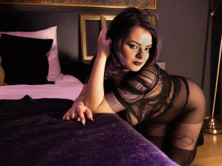 Voir le liveshow de  GothickLove de Xlovecam - 19 ans - Hi there ! Are you in the mood to experience something new and exciting ? Then, my private roo ...