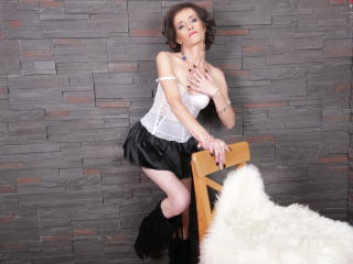 Voir le liveshow de  ClarisaBeauty de Xlovecam - 37 ans - Wet and ready for fun!