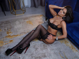 Voir le liveshow de  LovelyKinsley de Xlovecam - 26 ans - I'm not a newbie so feel free to suggest any type of experience, surprise me, talk to me, op ...